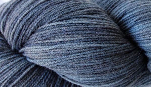 Laine maco-mérinos. France. Indigo nuancé de gris 161-162