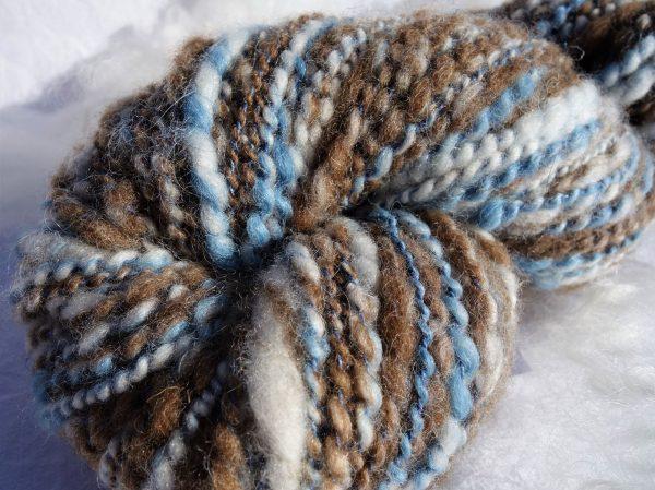 Filage fantaisie au rouet. Laine polwarth, shetland, alpaga et lin. Indigo. 357-358-364
