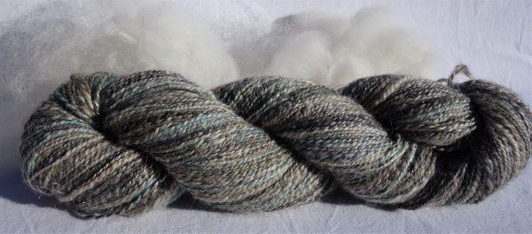 Mélange de laine, grise, blanche, bleue. Teinture écoresponsable. 373-374-375-376