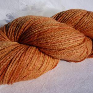 Laine mérinos DK – teinture à la garance 383-384-385
