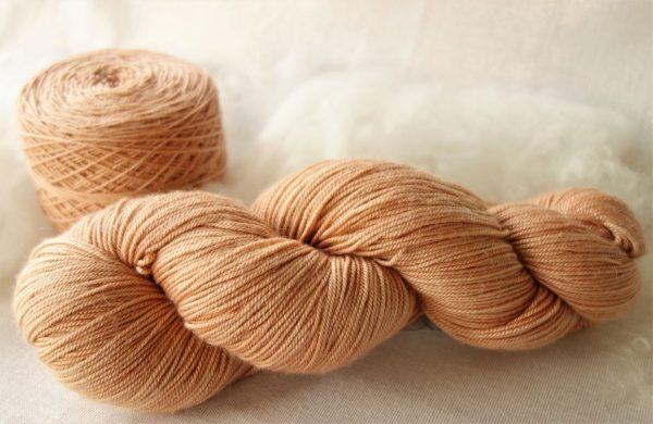 Laine mérinos, soie et cachemire – teinture santal 474-475