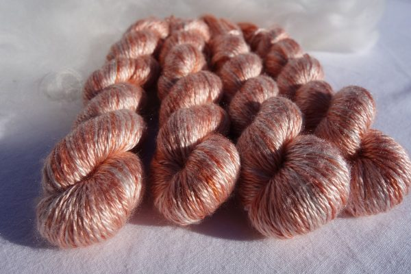 Echevette de soie maulbère, teinture végétale garance 584-585-586-587