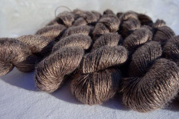 Echevette de soie maulbère, teinture végétale noix de galle 588-589-590-591-592