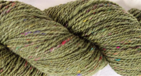 Laine filée mérinos, soie de sar recyclée – couleur verte 1105