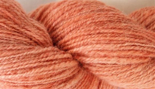 Laine filée texel, alpaga et soie. Teinture garance 631-632