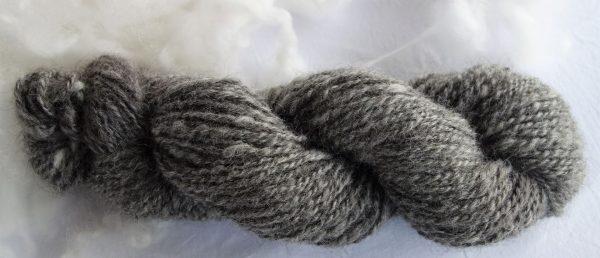 Laine filée gotland grise – couleur naturelle. 635