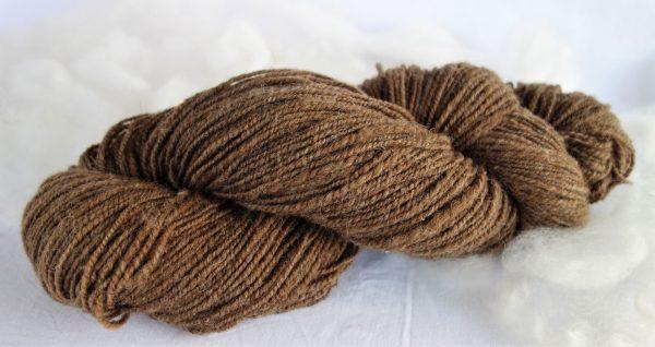 Filage de laine naturelle – shetland marron 90