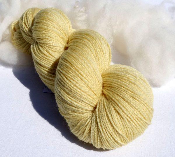 Laine mérinos superwash. Teinture végétale gaude 1218-1219-1220-1221