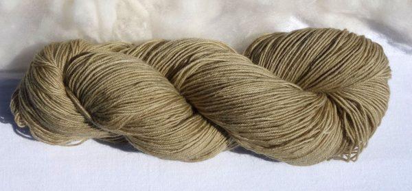 1223-1224 Laine mérinos, mohair et nylon. Teinture végétale solidage. fingering