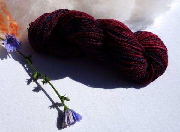 Laine filée falkland. Fuchsia et bleu nuit 1271
