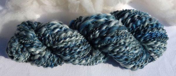 Laine fantaisie mérinos et soie teinte bleue. 1352-1353-1354