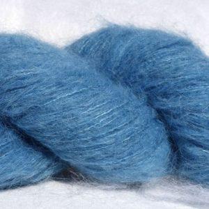 369-1370 Laine alpaga suri et soie - teinture à l'indigo. Tricot, bonnet, châle.