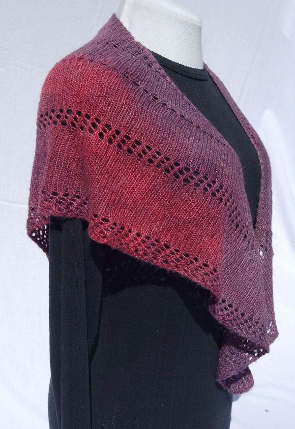 Châle en soie, violet – teinture écologique. Tricoté main. 726