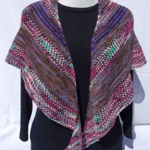 Châle teinte mauve, laine mérinos, création personnelle. 794