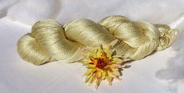 Pure soie maulbère. Lace, 2 fils Teinture dahlia. 1432