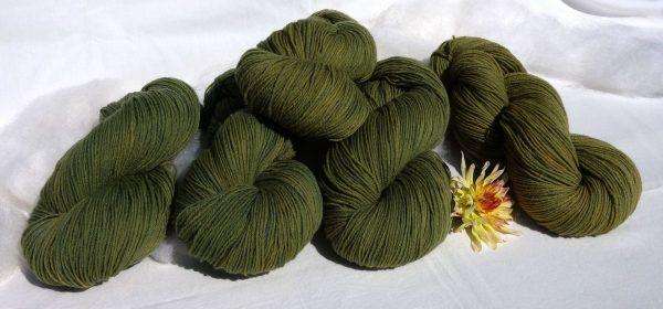 Laine à l'Est mérinos, teinture végétale indigo et dahlia. 1422 – 1423 – 1426