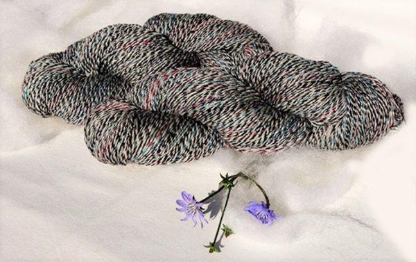 Laine filée mérinos, alpaga, chameau, soie et bourrette de soie. 1435-1436