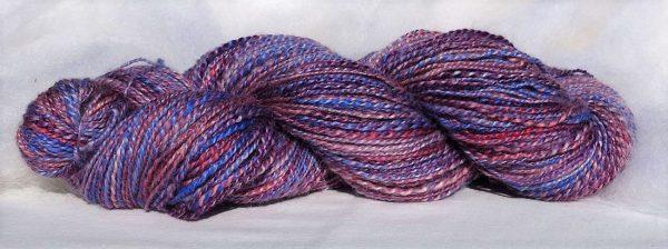 Laine filée BFL (bluefaced leicester), kid mohair. Violette et bleue. 1482