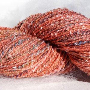 Laine filée au rouet, mérinos, tweed. Rose 1487