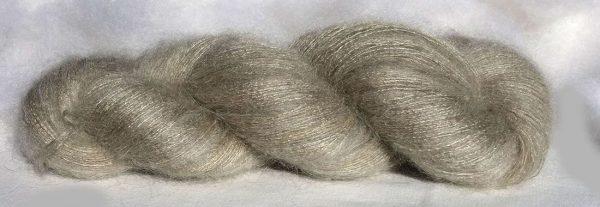Laine mohair et soie. Lace. Teintures végétales noix et indigo. 1459