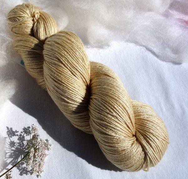 Laine mérinos et soie - teinture végétale gaude 1594. 1598